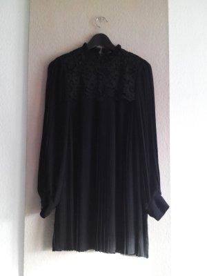 wunderschönes Plissee Mini-Jumperkleid in schwarz mit Spitzenbesatz, Grösse M