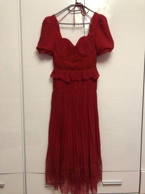 Wunderschönes rotes Kleid