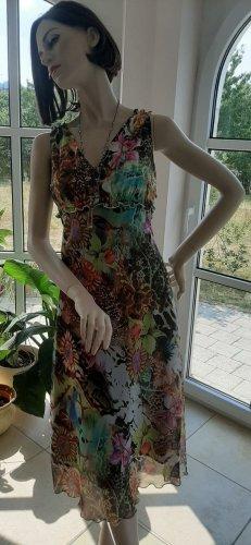 Wunderschönes Sommerkleid und Jäckchen mit Rüschen und Stoff im Junglestil