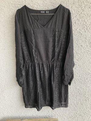 Wunderschönes Spitzen Kleid Spitzenkleid Gothic Steampunk Halloween schwarz XL XXL 42 44 wunderschönes Spitzenkleid in schwarz neu Gr. 44 Achselbreite misst ca. 53 cm Länge ca. 93 cm
