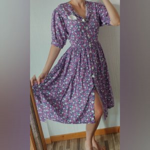 wunderschönes Vintage Kleid lila Blümchen Blumen flieder Knöpfe Tasche Knopfleiste Cottagecore Ballonärmel