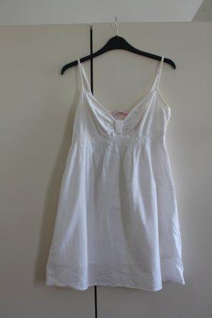 Wunderschönes weißes Sommerkleid