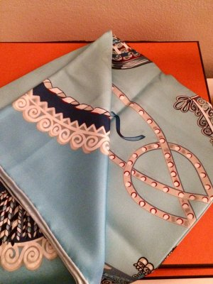 Panno di seta azzurro-blu fiordaliso