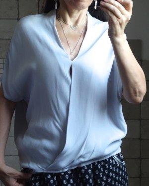 Yaya Bluse, edles Shirt, Oberteil V-Ausschnitt, Modal/Viskose, Wickeloptik, überschnitten Ärmel, locker, fließend, angenehm, hochwertig und edel, natürlich schlichter Stil, oversize, hellgrau, steinfarbig, Modal, Viskose, neu, ungetragen, Gr. S