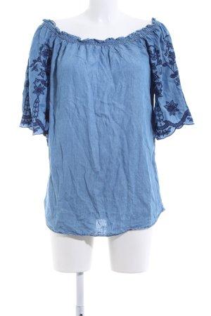 Yessica Blusa tipo Carmen azul estampado floral look casual