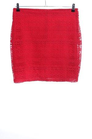 Yessica Falda de encaje rojo look casual