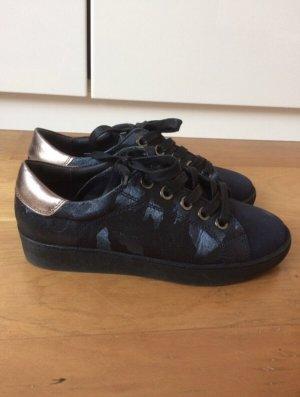 YingYangBalance Sneaker