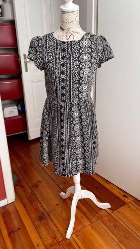 Yumi bedrucktes super sweetes Babydoll-Kleid schwarz weiß Gr. 40