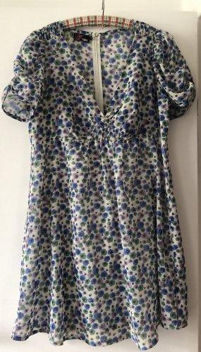 YUMI bezauberndes Kleid mit Stiefmütterchenmotiv