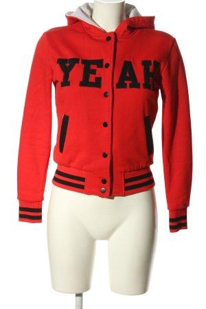 Yumiko Collegejacke rot-schwarz Schriftzug gedruckt Casual-Look
