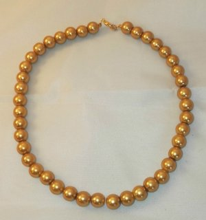 Pearl Necklace sand brown