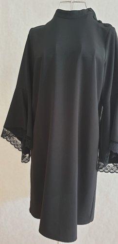 ZARA - 70er inspiriertes Kleid mit Glockenärmel und Spitzendetails von