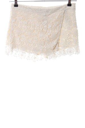 Zara Basic High-Waist-Shorts creme Blumenmuster Casual-Look