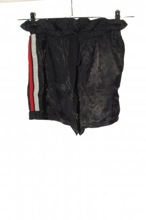 Zara Basic High-Waist-Shorts schwarz-rot Streifenmuster Casual-Look