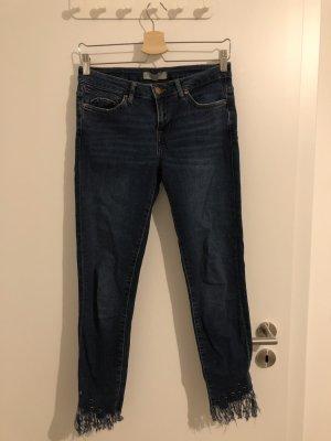 Zara Basic Jeans mit Fransen
