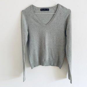 Zara Basic Pullover in grau mit V-Ausschnitt XS/S 34/36
