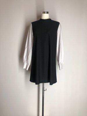 Zara Basic schwarzes Kleid mit weißen Blusenärmeln
