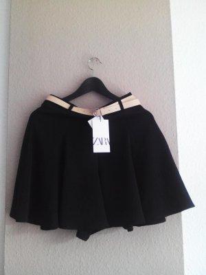 Zara Bermudashorts mit hohem Bund in schwarz mit Gürtel, Größe M, neu