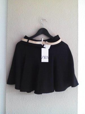 Zara Bermudashorts mit hohem Bund in schwarz mit Gürtel, Größe S, neu
