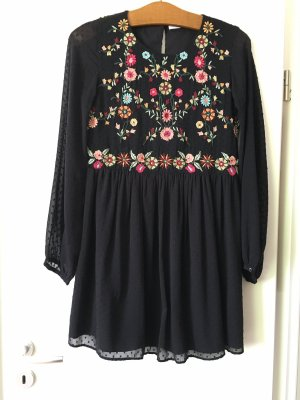 Zara Blumen Kleid Blümchen Stickereien schwarz