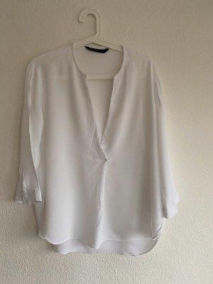 Zara Bluse in weiß mit tiefem Ausschnitt