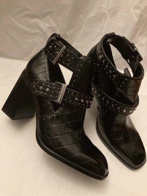 Zara boots Stiefel ankle Absatz high heels  Stiefeletten schwarz Nieten schnallen