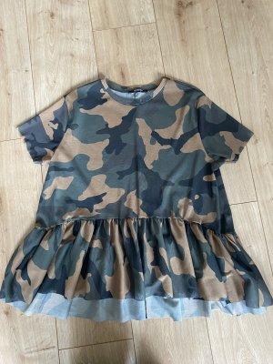 Zara Camouflage t-shirt in Größe S
