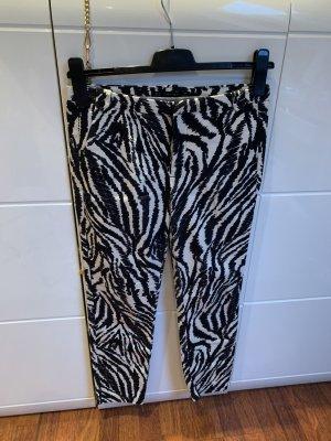 Zara Casual Hose Zebra schwarz weiß Muster