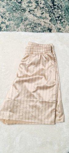 Zara / Champagnerfarbene Short mit schwarzen Streifen/ Größe M