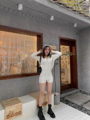 Zara cremefarbener Overall aus Webstoff in M