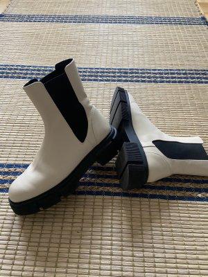 Zara Echtleder Chunky Boots Stiefel creme mit breiter Plateau Sohle