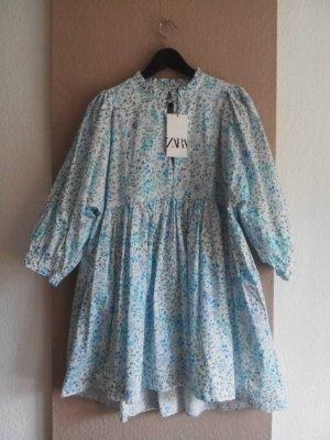 Zara gemustertes Minikleid mit Ballonärmeln, Blumendruck in weiss-hellblau Farbkombination, Größe M, neu