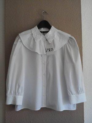 Zara Hemdbluse mit Volantdetail und Lochstickerei aus 100% Baumwolle, Größe M, neu