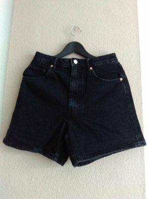 Zara Hi-Rise Jeansshorts in schwarz, Mom fit, Grösse 38, neu