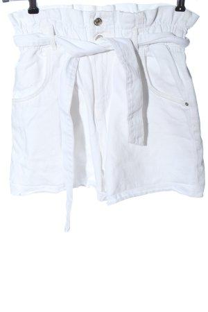 Zara High-Waist-Shorts weiß Streifenmuster Casual-Look