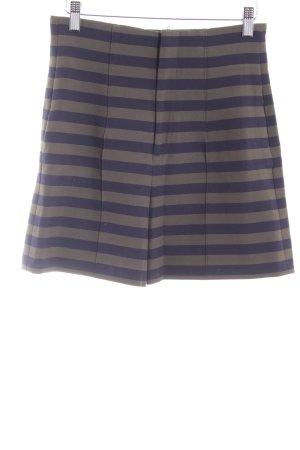 Zara High-Waist-Shorts dunkelblau-khaki Streifenmuster Street-Fashion-Look
