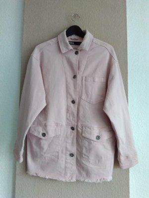 Zara hübsche Jeansjacke in hellrosa, Grösse S oversize