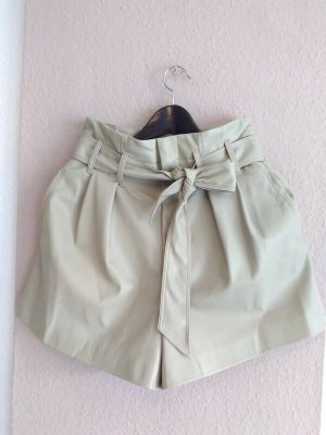 Zara hübsche Shorts mit Gürtel, Kunstleder-Optik, Grösse 36, neu