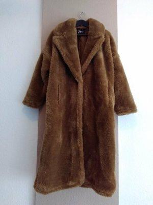 Zara hübscher Mantel aus künstlichem Fell in hellbraun, kein Farbverlauf, Grösse M oversize, neu