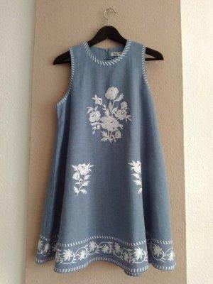 Zara hübsches Minikleid in hellblau mit Stickerei, 52% Leinen, Größe S, neu