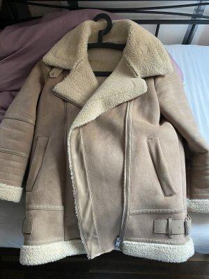 Zara Futrzana kurtka w kolorze białej wełny-beżowy