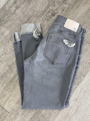 Zara Jeans, aktuelle Kollektion, Gr. 36, wie neu