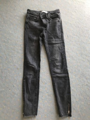 Zara Jeans Anthrazit Used-Look hervorragend