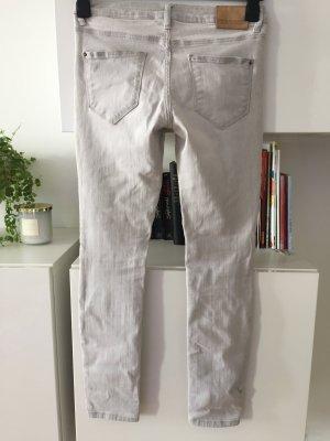 Zara Jeans hellgrau Gr 38 super Zustand