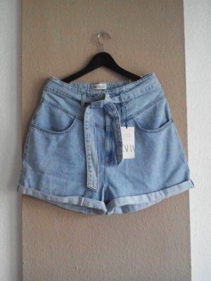 Zara Jeans Shorts mit Gürtel in hellblau, Grösse 40, neu