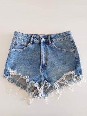 Zara Jeansshorts mit hoher Taille und zerrissenem Saum