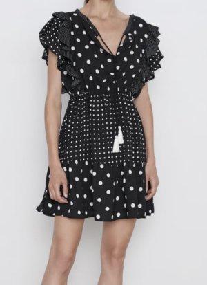 Zara Kleid Gepunktet Punkte Polka Dots Volantkleid schwarz weiß Troddeln