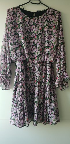 Zara kleid lila lilac mit Blumenmuster boohoo blogger