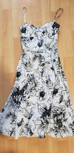 Zara Kleid Midikleid mit Gürtel mit Blumenmuster  Boohoo