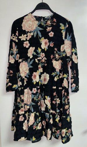Zara Kleid mit Blumen Minikleid Volant lässig XS 34